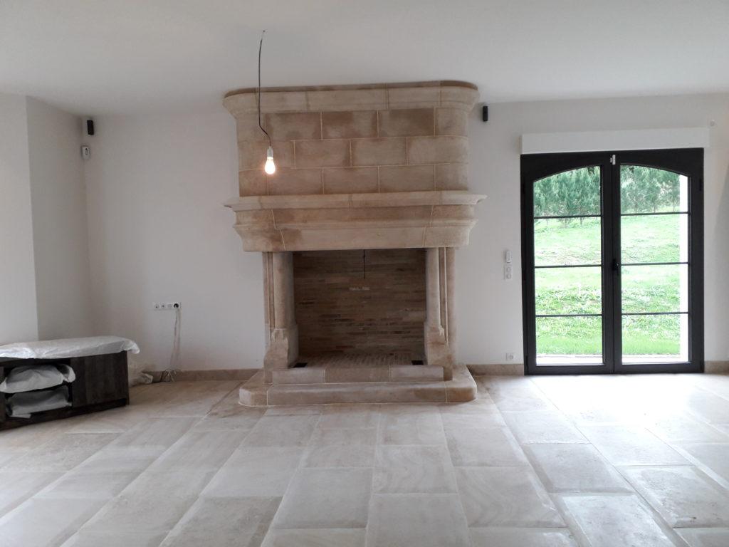 Belle cheminée style néo-gothique