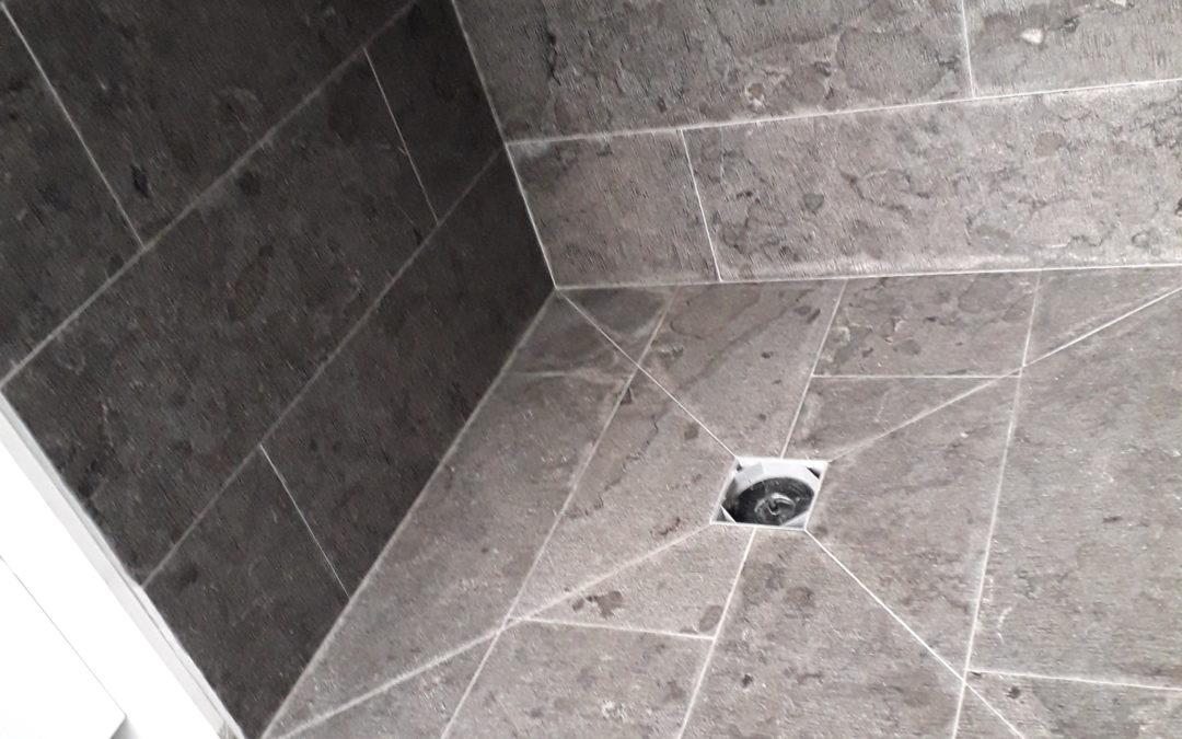 Douche pierre grise